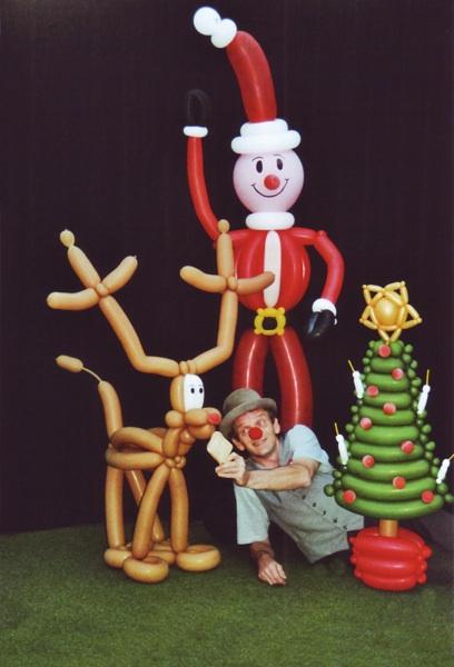 Ballonfigur Rentier, Ballonfigur Weihnachtsmann, Ballonfigur Weihnachtsbaum modelliert