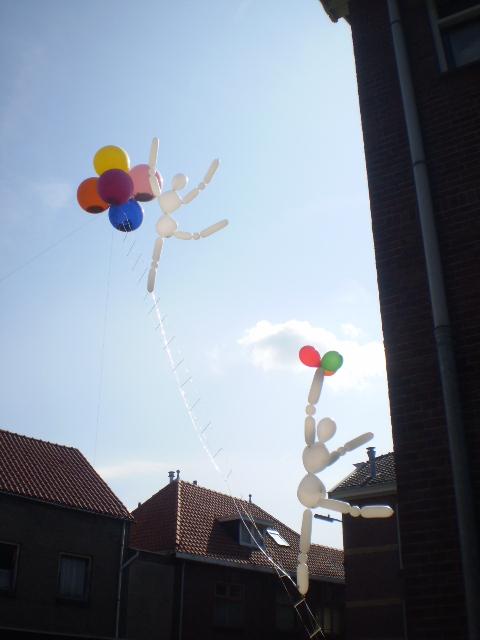 Luftballonmännchen aus Helium modelliert in Oldenzaal NL