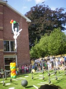 Große Luftballonfigur schwebend, mit Helium gefüllt
