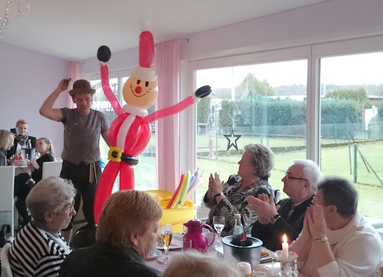 Live Animation 2014. Schöne Ballonfigur aus mind. 20 Luftballons modelliert.