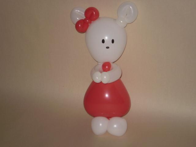 Ballonfigur Hello Kitty aus 4 Luftballons modelliert, gezauzbert, gedreht.