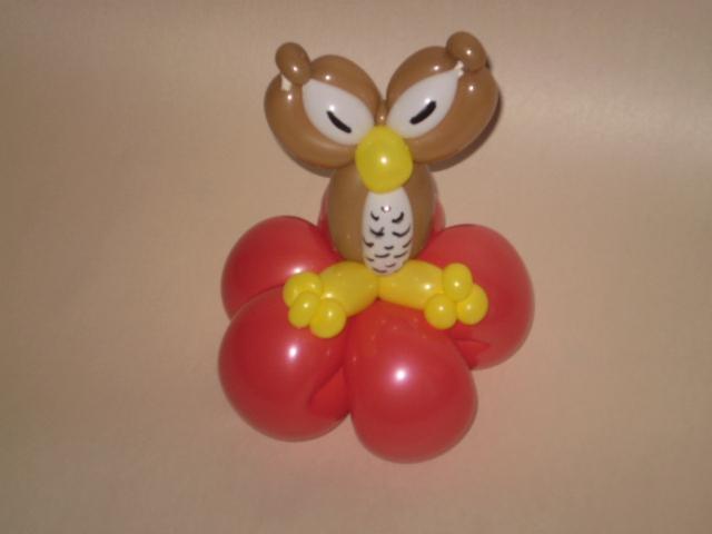 Balloneule aus 4 Luftballons modelliert